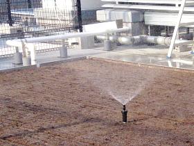 大規模な自動灌水システム・自動潅水設備・自動散水設備の施工実績も多数! 壁面緑化・屋上緑化や芝生など大規模なスプリンクラー設置・施工もお任せ!